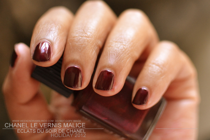 Malice Le Vernis Nail Polish Eclats du Soir de Chanel Holiday 2012 Makeup Collection Indian Beauty Blog Reviews Swatches NOTD Darker Skin