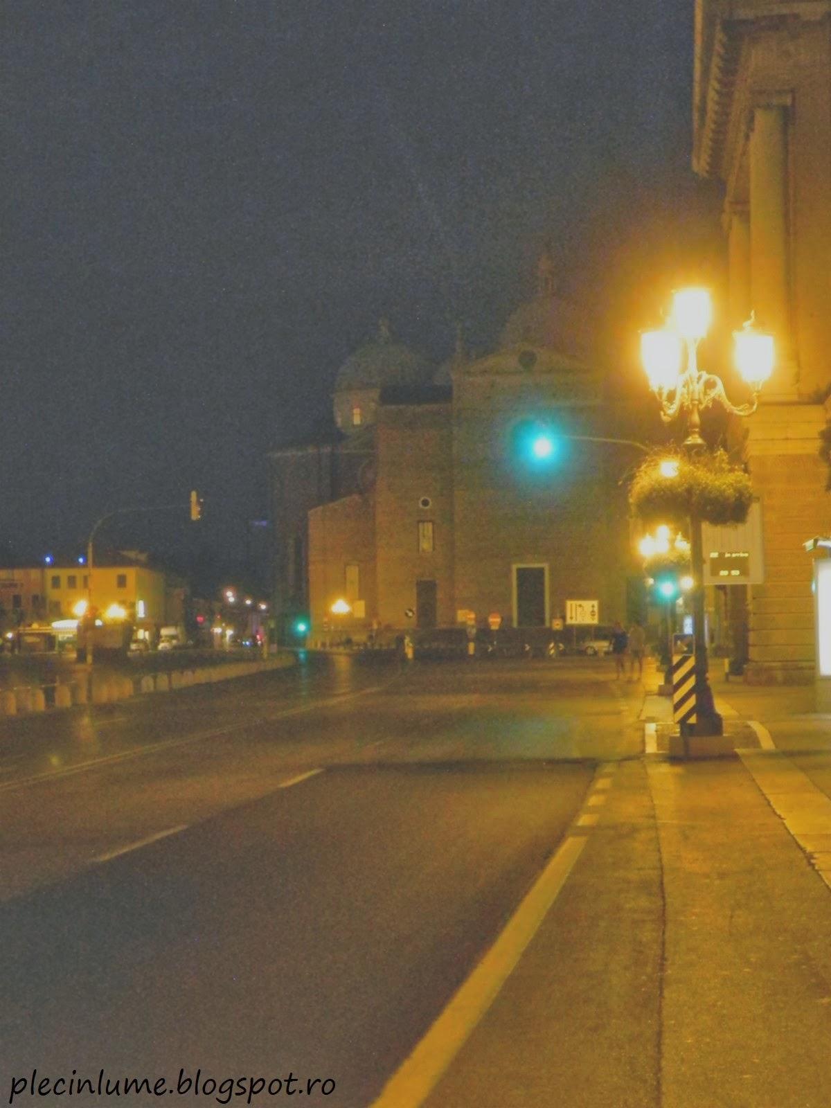Basilica di Sant'Antonio, Padova, ascunsa in noapte