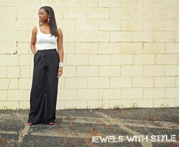 how to wear a tank top, how to style a tank top, black and white outfits, jewels with style, black fashion blogger, wide leg pants, palazzo pants, summer outfit ideas