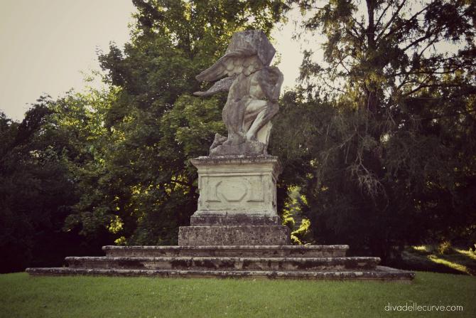 monumento al Tempo nel giardino di Valsanzibio