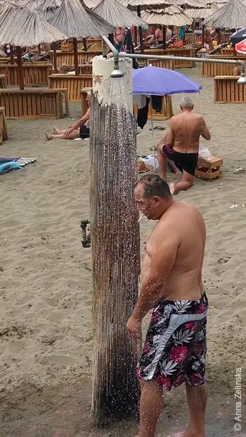 Душ на Малой плаже, Черногория