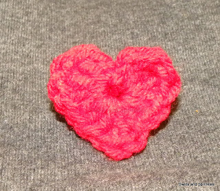 Swirls and Sprinkles: Free crochet heart applique pattern