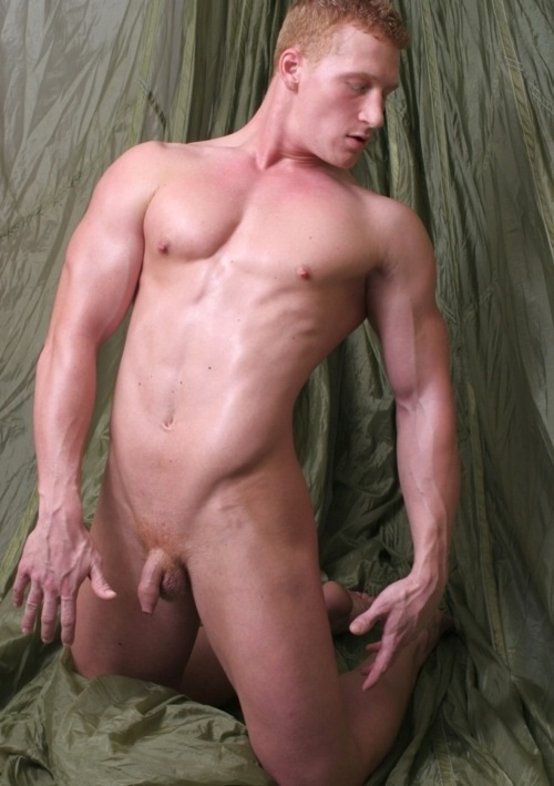 Amateur naked muscle men