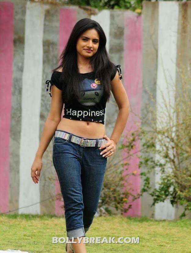 Ritu in black top and blue jeans - (3) -  Ritu Kaur Navel Show hot photos