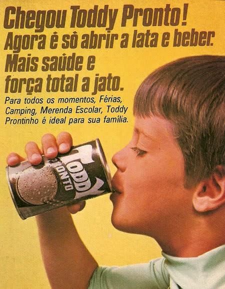 Propaganda do Toddy Pronto em 1982. Bebida servida em lata.