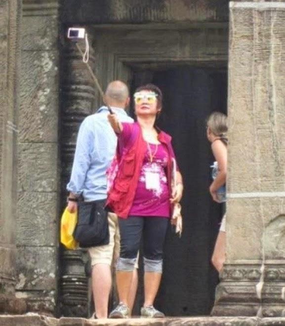 http://www.liataja.com/2014/10/20-foto-selfie-paling-heboh-di-jejaring.html