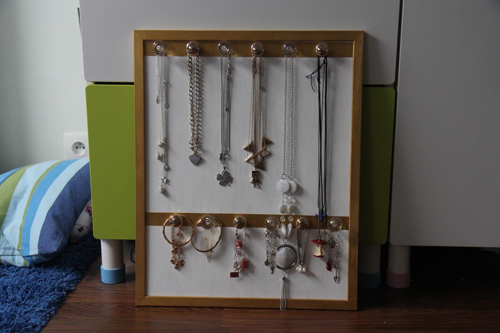un blog pour deux diy cadre porte bijoux bn. Black Bedroom Furniture Sets. Home Design Ideas