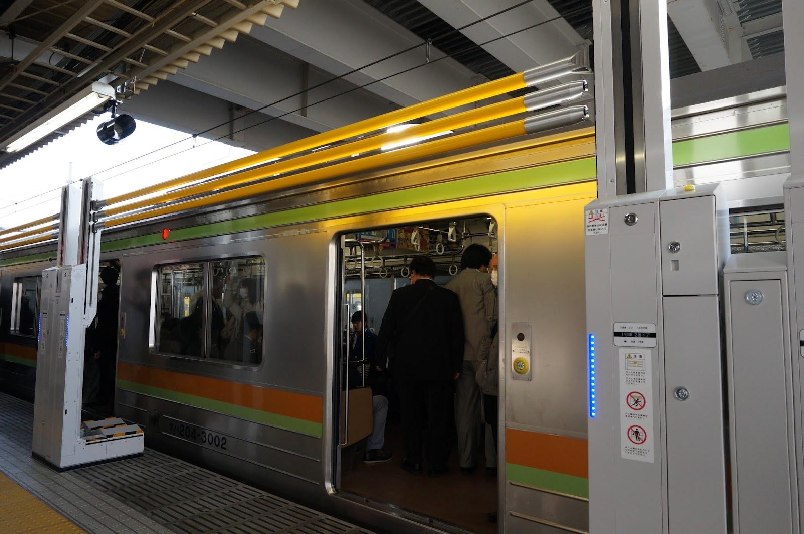 拝島駅昇降式ホーム柵 閉いた状態