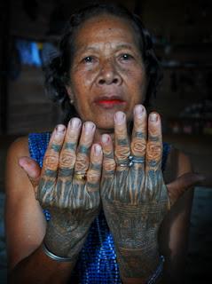 Suku Dayak Kalimantan dan makna Tatonya...!!!