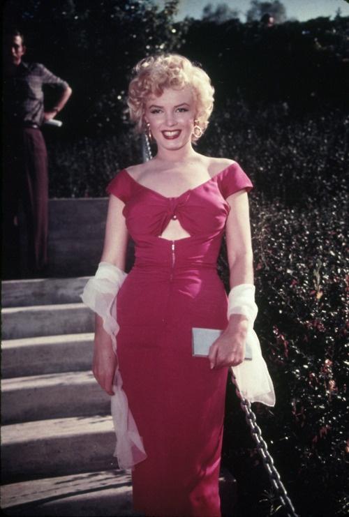 Marilyn Monroe in a sexy dark pink dress
