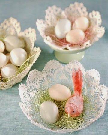 http://www.hegeinfrance.com/2013/05/tuesday-tips-diy-doily-baskets.html