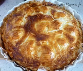 Закрытый пирог с ветчиной и мангольдом