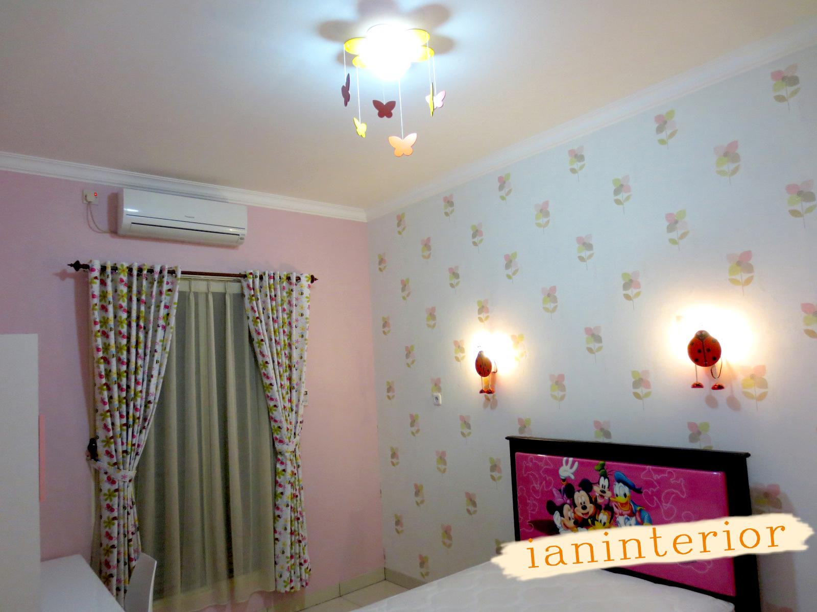 ianinterior wallpaper pink untuk kamar anak perempuan di