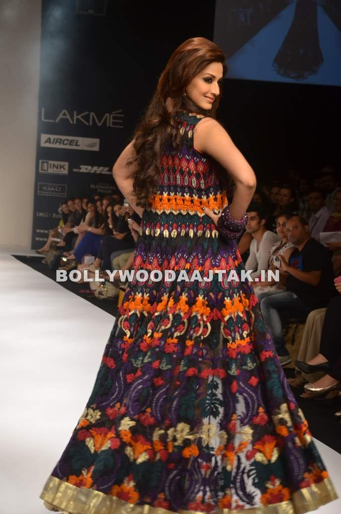 Sonali Bendre Dress - Sonali Bendre walks for Siddhartha Tyler at LFW Summer/Resort 2012