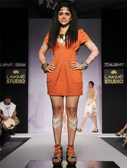 Zoa Morani for Payal Kothari1 -  Bollywood celebs at Lakme Fashion Week 2012