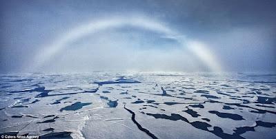 北極 罕見白色彩虹