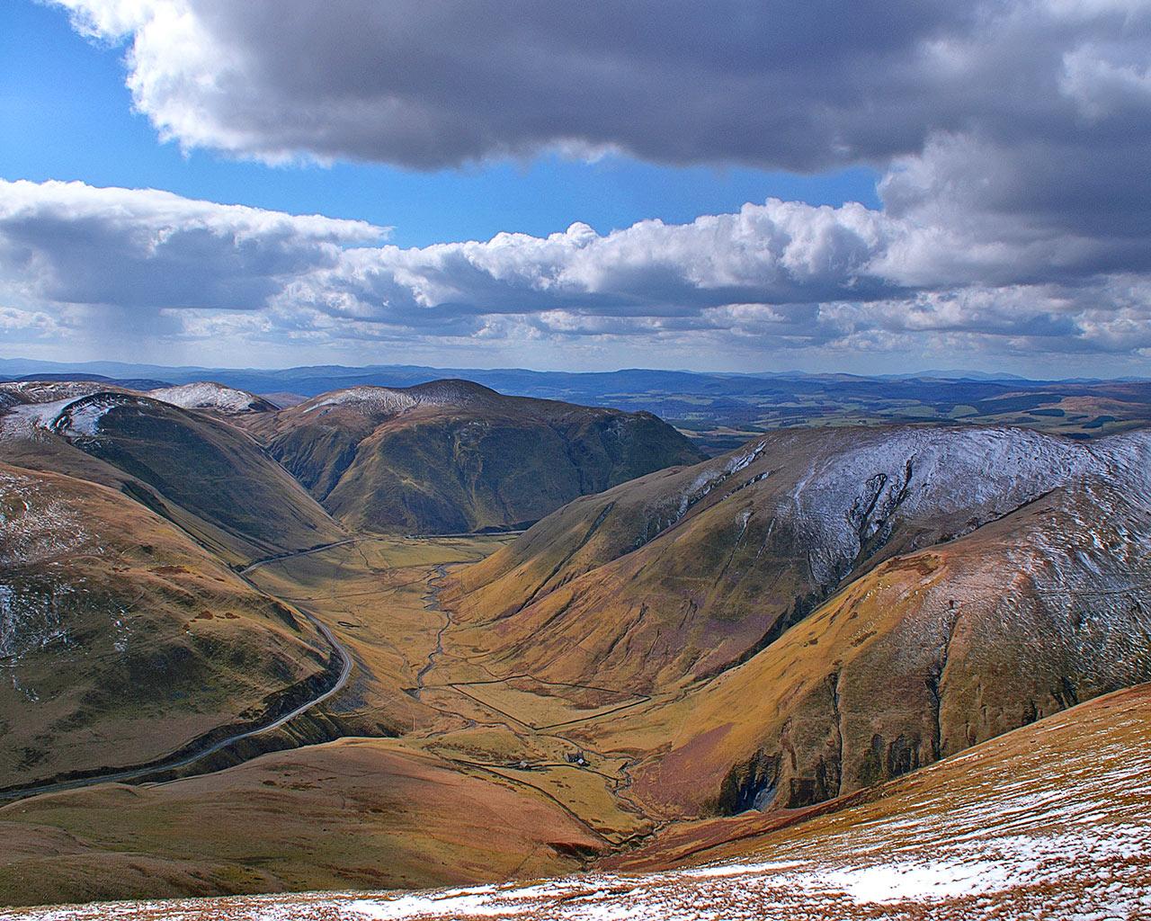 http://3.bp.blogspot.com/-4lcZl9853NM/TsTusko7jII/AAAAAAAABnA/Lrwpx9m3ORs/s1600/dalveenpass_winter_Scotland.jpg