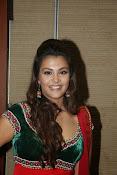 Naziya hussain latest glamorous photos-thumbnail-6
