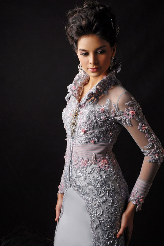 happy day with a touch of modern wedding dress kebaya