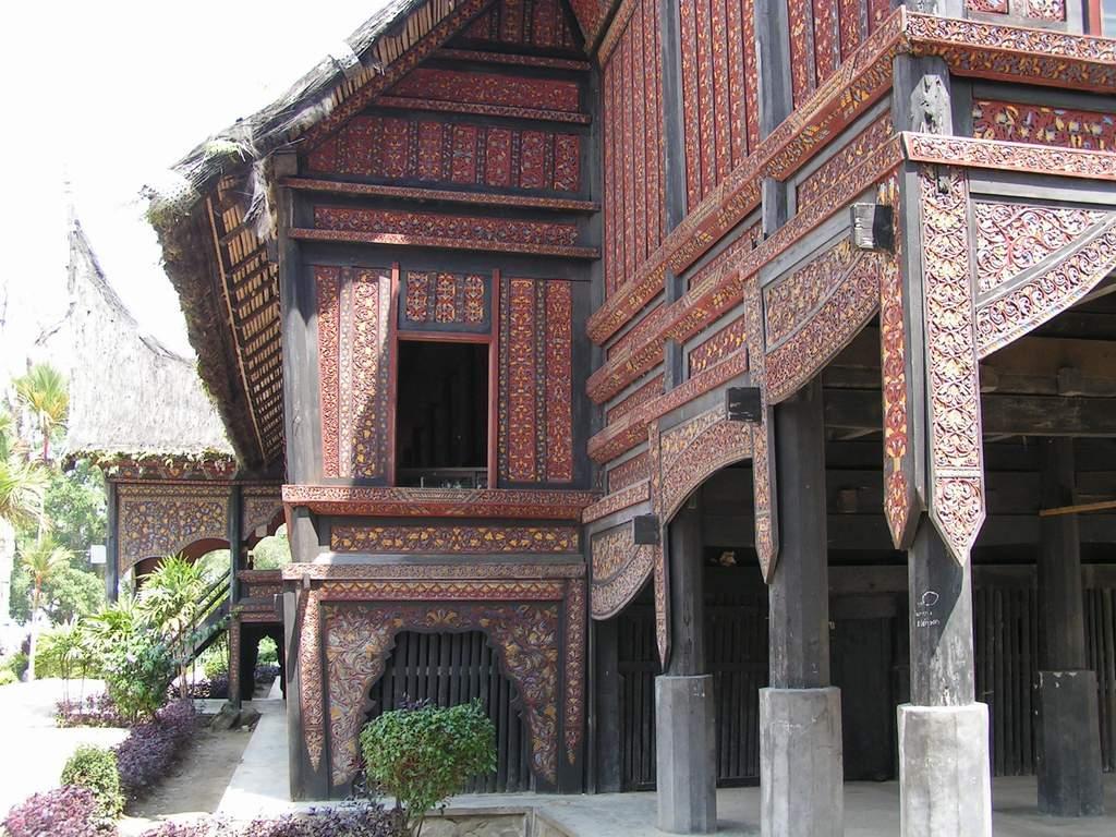 Download this Rumah Gadang Atau Godang Minangkabau picture