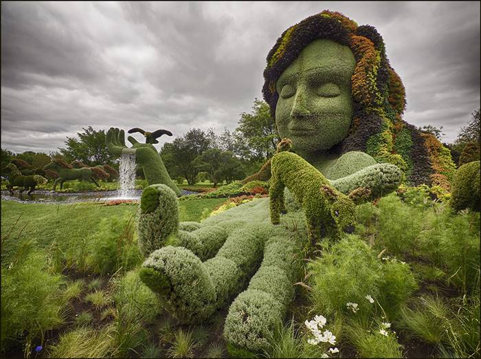 """This year over 200 horticultural artists from all around the world present 40 living plant sculptures, created from more than 22 000 different plant species – over 3 million flowers overall! The sculptures will be showcased in 10 exhibition greenhouses and 30 themed gardens at the Montréal Botanical Garden until 29 September. The competition also touches on ecology, challenging artists to work around the """"Land of Hope"""" theme and interpret it in their sculptures from the ecological point of view."""