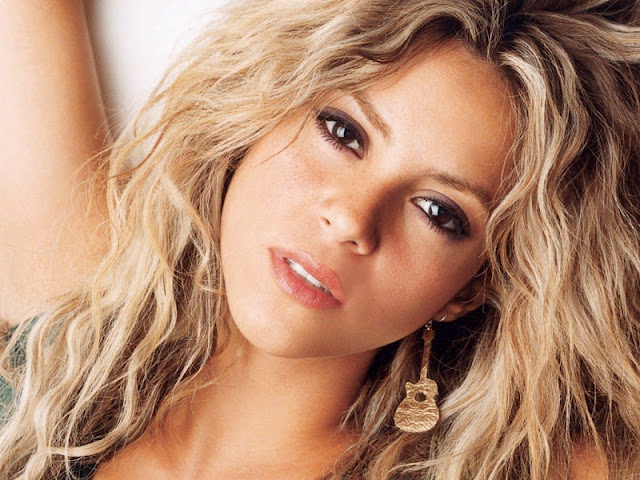 Shakira Biography and Photos