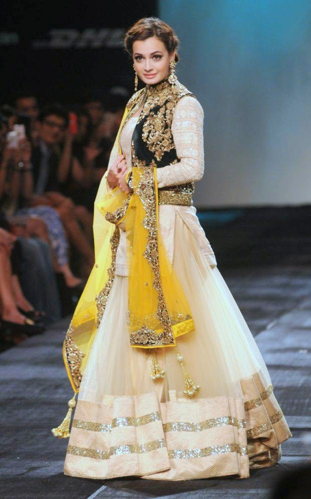 Dia Mirza At Lakme Grand Finale 2014