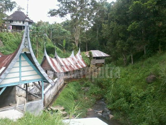 Pemandian air panas di dekat masjid 2