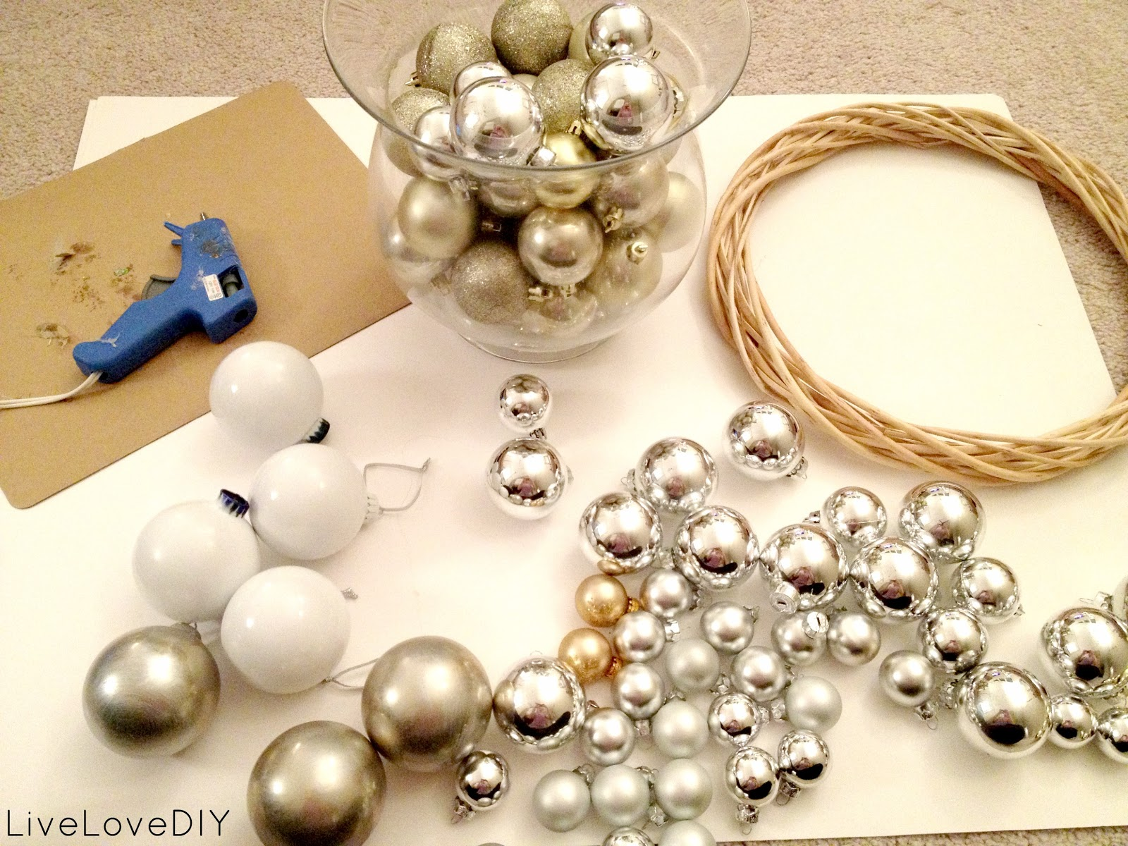 Christmas Decor To Make At Home - How to make a christmas ornament wreath
