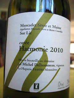 Label photo of Michel Delhommeau Cuvée Harmonie Muscadet de Sèvre-et-Maine 2010 from Loire, France