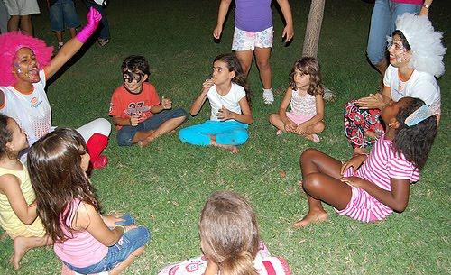 Animadoras profissionais em evento de divulgação de matrícula Escola Criação na Pituba