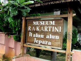 papan nama museum kartini