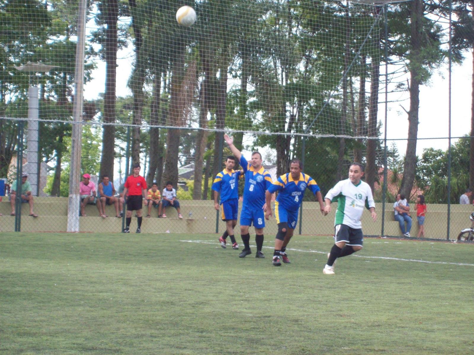 16025b6f61 A Cancha de Futebol Society Lúcio Solak na Praça dos Pinheiros foi o palco  neste sábado (26) de mais uma rodada do Campeonato do Servidor de Futebol 7  com ...