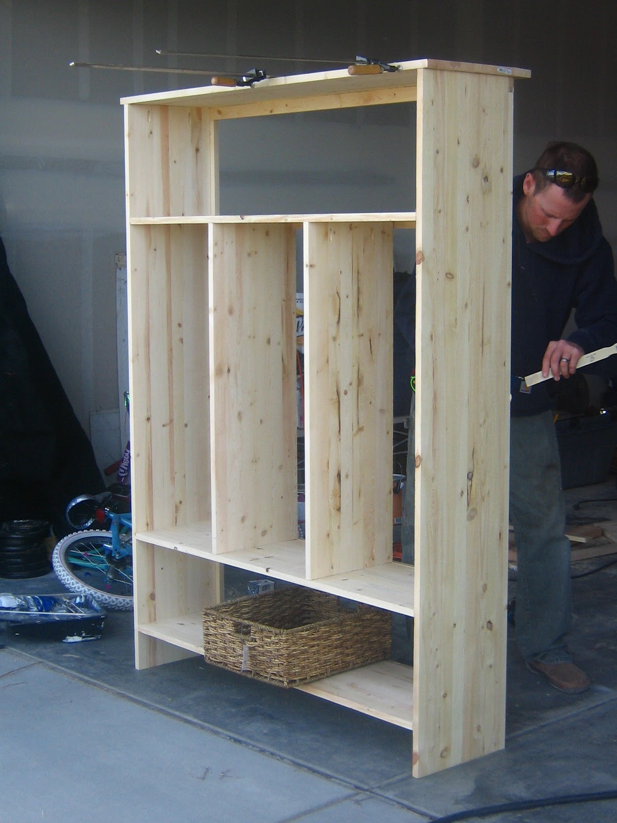 Build wood lockers garage furnitureplans for Garage mudroom