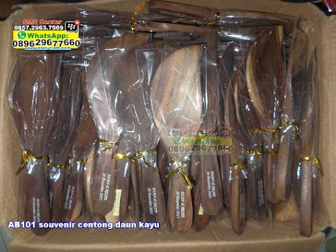 souvenir centong daun kayu murah