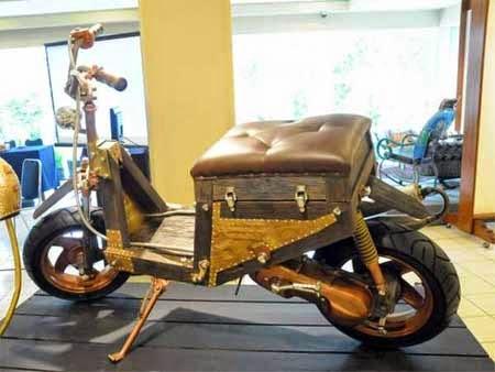 foto motor unik terbuat dari kayu