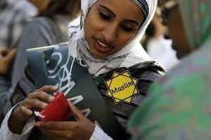 Risultati immagini per france islamofobia etoile jaune