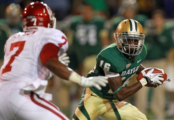 Tevin Reese #16 of the Baylor Bears runs the ball against Corey Nelson #7 of the Oklahoma Sooners at Floyd Casey Stadium on November 19, 2011 in Waco, Texas.