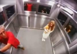 Broma con camara oculta en el ascensor