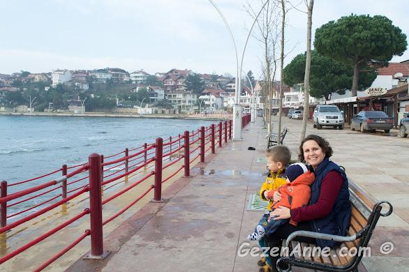 oğullarımla Kerpe sahilinde otururken