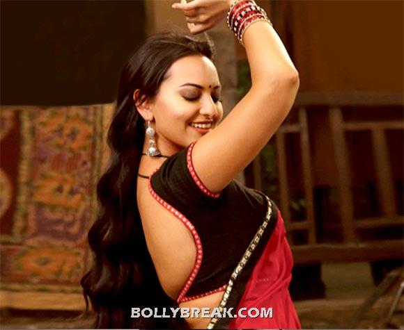 Sonakshi sinha in Rowdy Rathore - (2) - Village Girls of bollywood