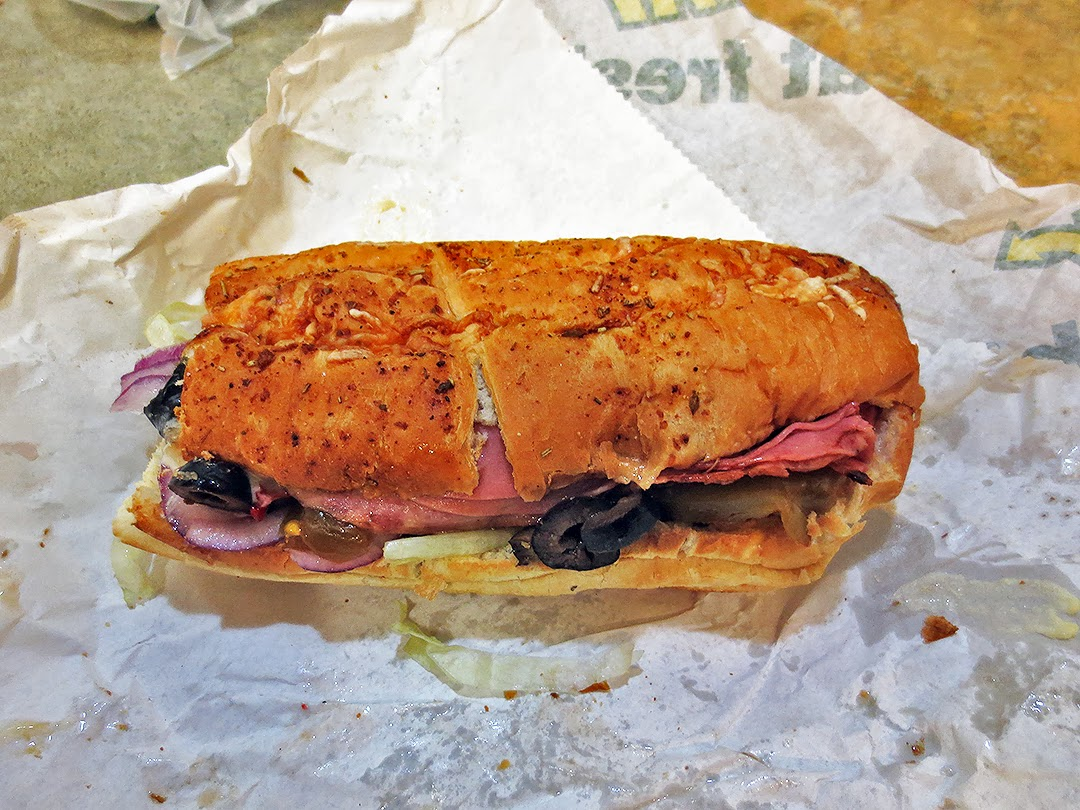 the shit i eat subway's 200 6inch december special