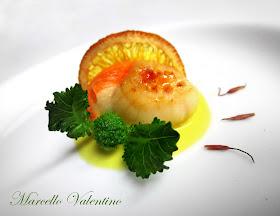 Capasanta caramellata su salsa di arancia allo zafferano...
