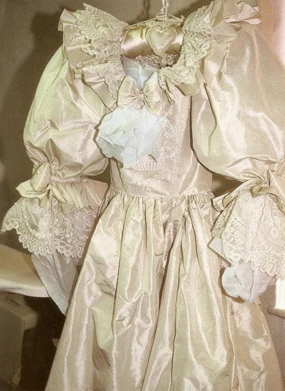 Платье - свадебная катастрофа принцессы Дианы
