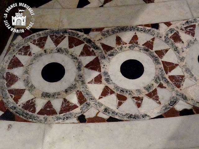 DIJON (21) - Crypte romane de la cathédrale Saint-Bénigne