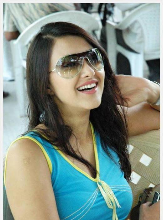 sakshi sivanand, sakshi sivanand stylish glamour  images