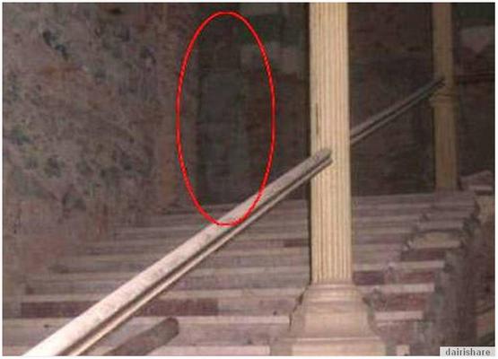 Menakutkan Gambar Hantu Yang Terakam Secara Tak Sengaja