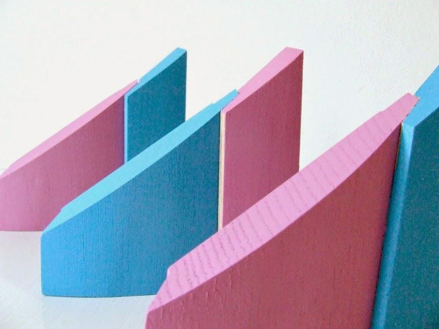 Drewniany design handmade - co można zrobić z kawałków drewna. Eco dekoracje upcycling.pastelowe domki.
