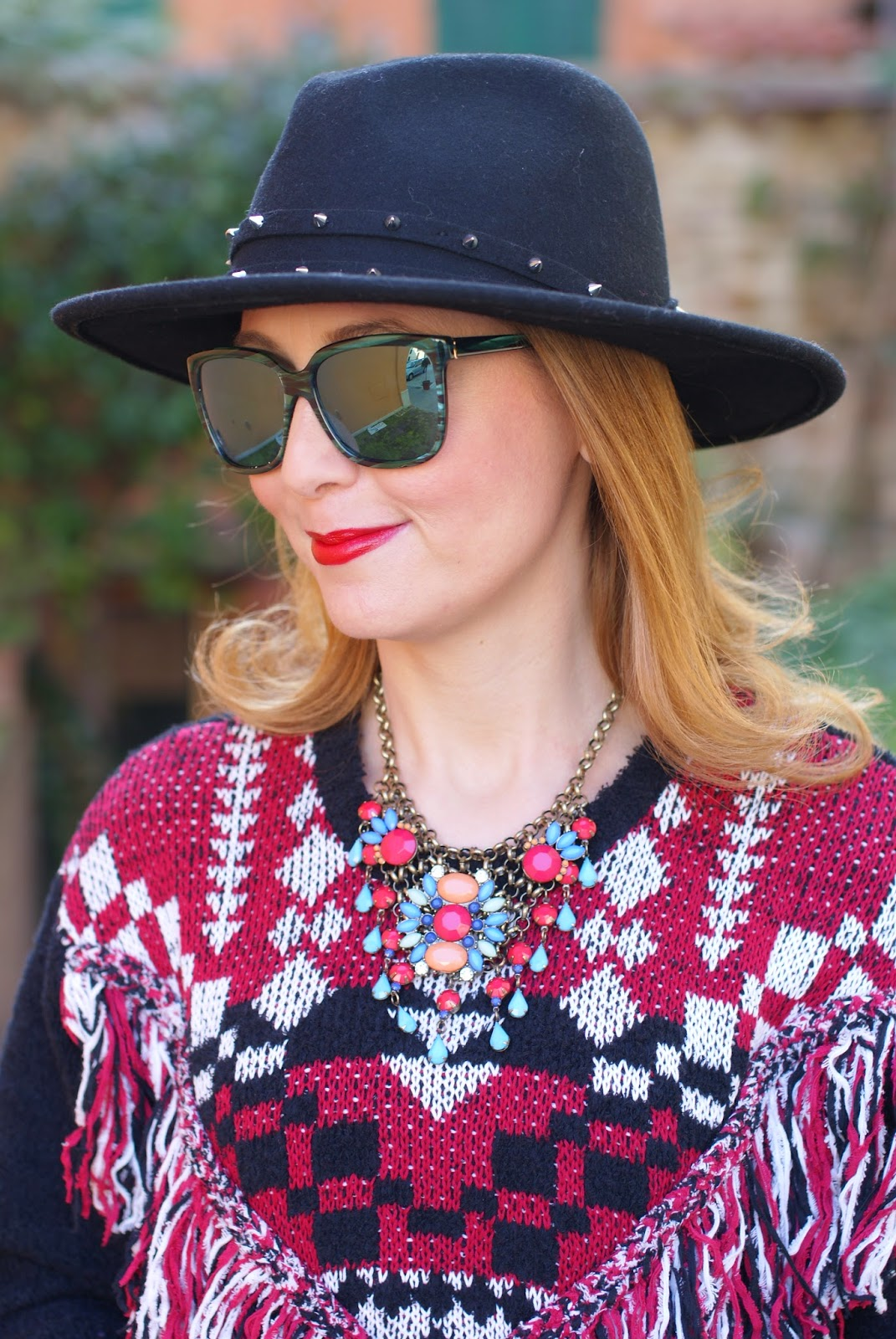 Ethnic fringed sweater from Monki, Hype sunglasses, H&M fedora hat, casual ethic look on Fashion and Cookies fashion blog, fashion blogger