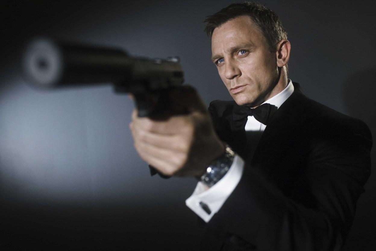 http://3.bp.blogspot.com/-4q__FyADeWc/TcrD99jZYcI/AAAAAAAAAEU/SZb7S83QK-U/s1600/James-Bond-Daniel-Craig-007.jpg